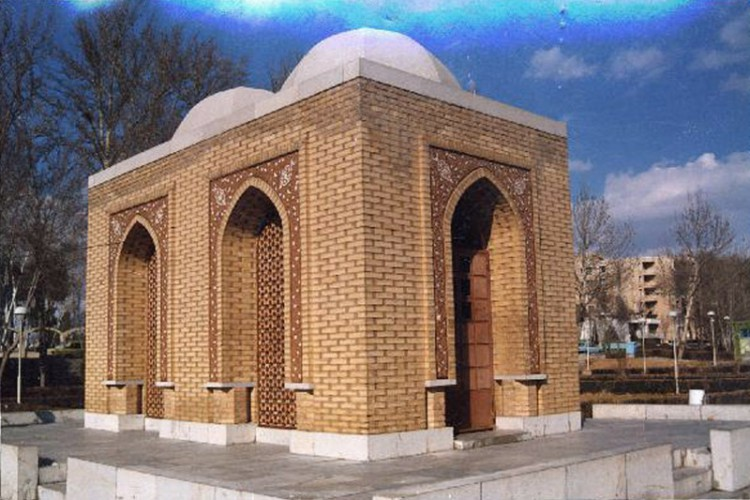 Arthur Upham Pope and Phyllis Ackerman Tomb in Isfahan by Mohsen Froughi  01