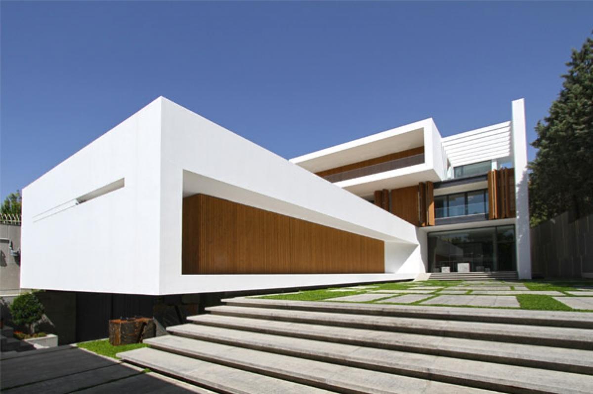 Khaneh Kaboutar Multifunctional Building